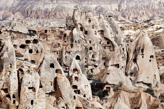 """Höhlen """" Wohnhaus """"  in entrückter Landschaft #1"""