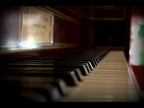 Ein altes Klavier