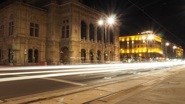 Wiener Staatsoper bei Nacht