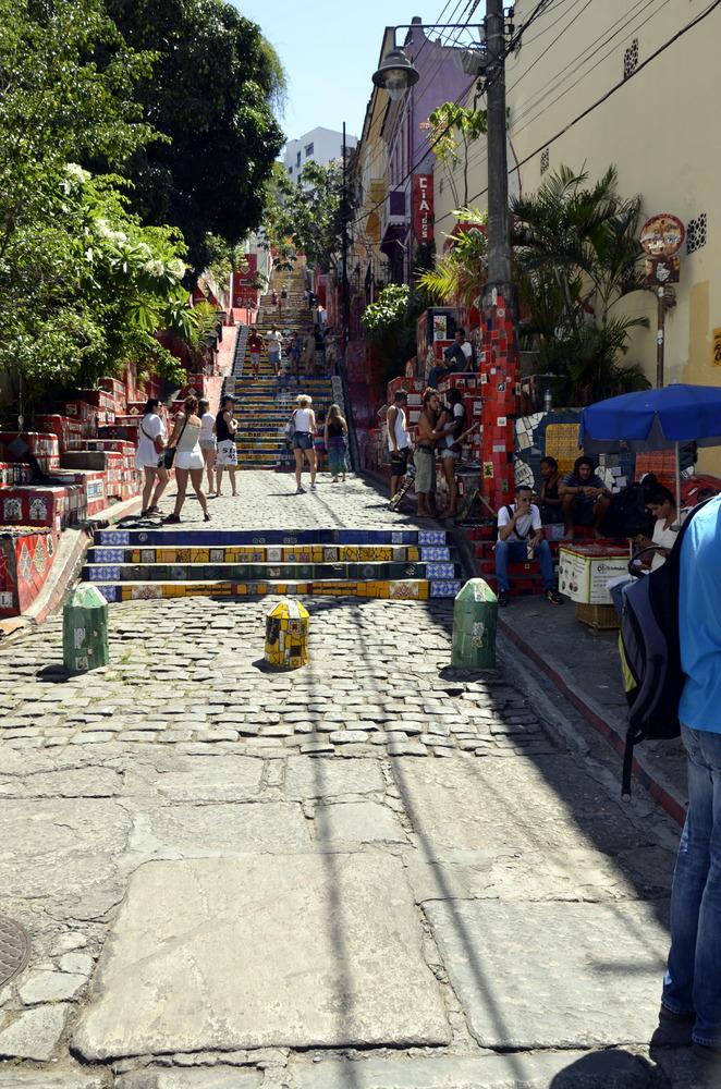 DIE WOHL BEKANNTESTE TREPPE DER WELT DIE ESCADIA DE SELERANO IN RIO DE JANEIRO