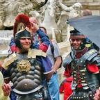 Echte römische Legionäre ;-) / Fontana di Trevi / Rom