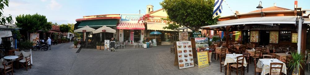 Der Marktplatz des heutigen Alt Korinth ...