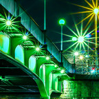 Über diese Brücke........