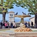 Fontana Piazza Santa Chiara - Assisi / Umbrien / Italien