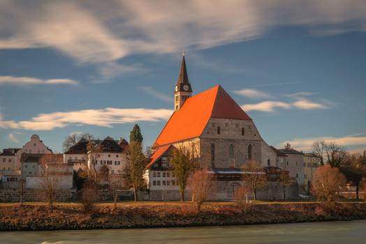 Pfarr und Stiftskirche in Laufen von Oberndorf bei Salzburg