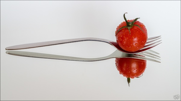 Tomato with drops