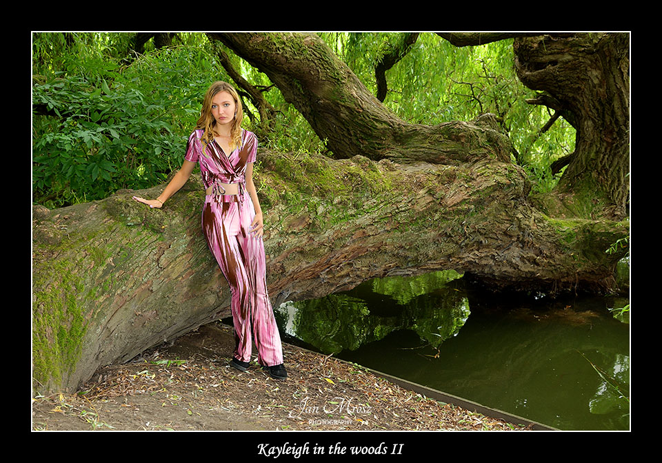 Kayleigh on te woods II