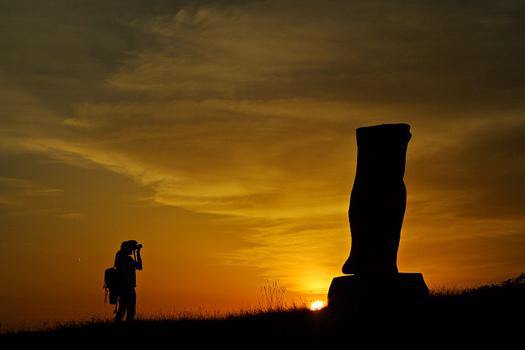 Der Mann und die Skulptur