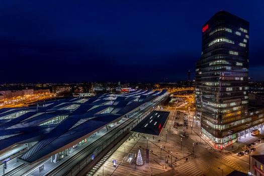 Wiener Hauptbahnhof zur blauen Stunde