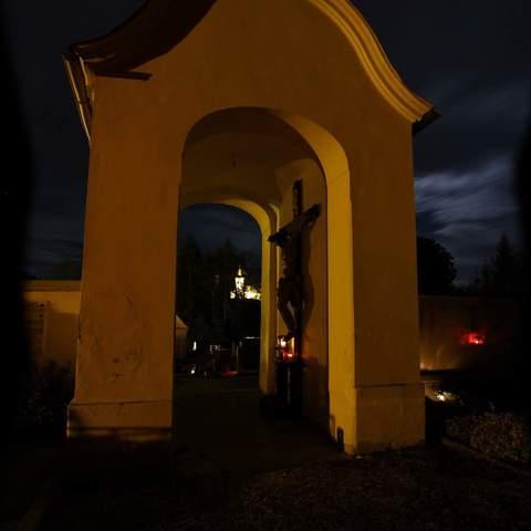 Friedhof bei Nacht
