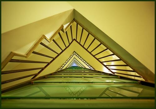 Stiegenhaus in gelb und grün