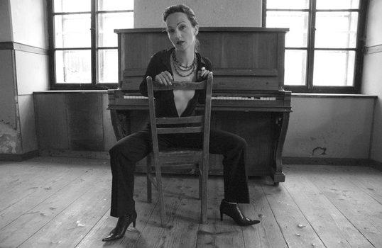 iza & the piano