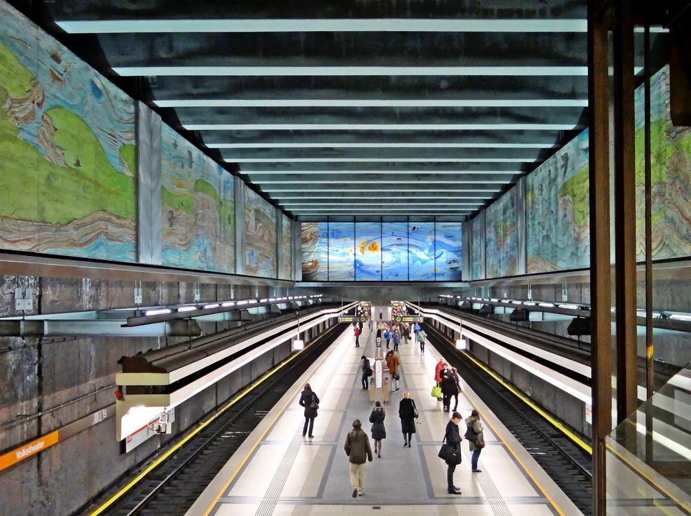 U3-Station Volkstheater mit dem Mosaik 'Das Werden der Natur' von Anton Lehmden 1991