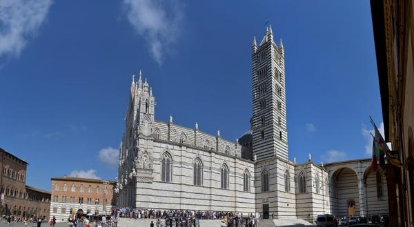 Seitenansicht des Dom vom Siena