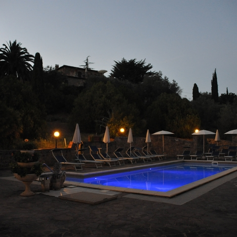 Nachts am Pool
