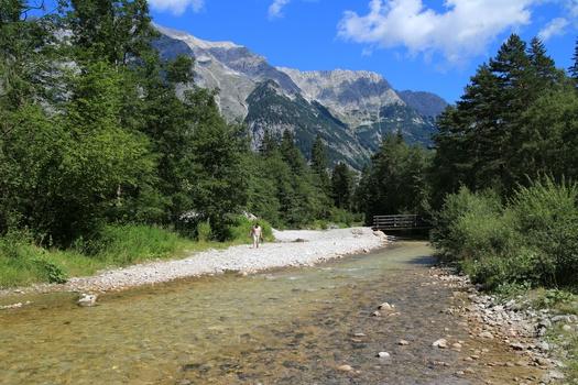 Einfach nur ein Fluss - Bergbild in Tirol