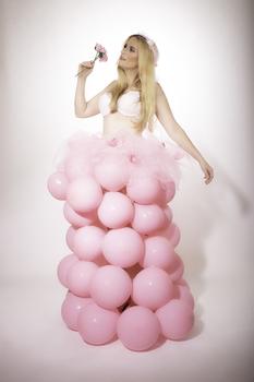 Pink balloonbride