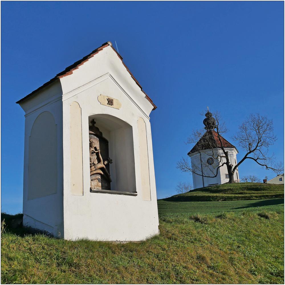 Kreuzwegstation mit Carlone Kapelle
