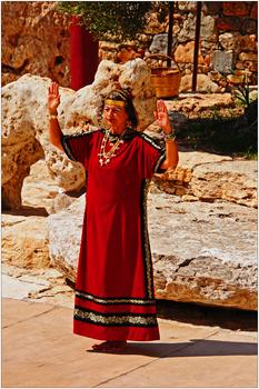 minoisches Tanztheater in Karteros, Kreta, Priesterin