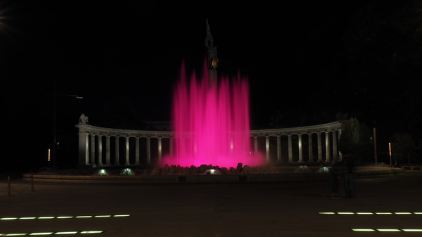 Hochstrahlbrunnen bei Nacht in Wien