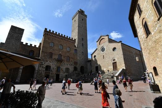 San Gimignano Piazza del Duomo