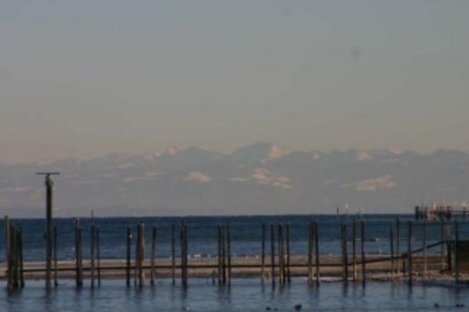 Bodensee mit Bergen