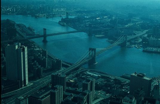 BROOKLYN BRIDGE UND MANHATTAN BRIGE VOM 9/11 AUS GESEHEN VOR CA. 40 JAHREN