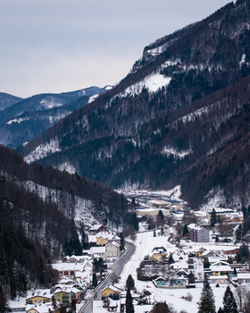 Dorf in einem Tal