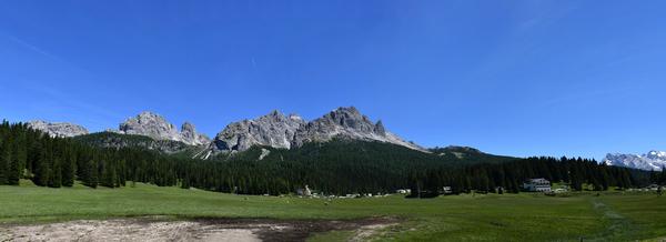 Panorama Richtung Drei Zinnen und Monte Paterno