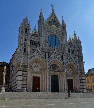 Frontfassade des Dom von Siena