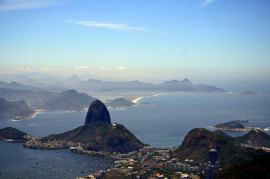 NOCH EIN BLICK VOM CORCOVADO ZUM ZUCKERHUT IN RIO DE JANEIRO