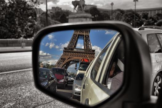 Mit dem Auto durch Paris