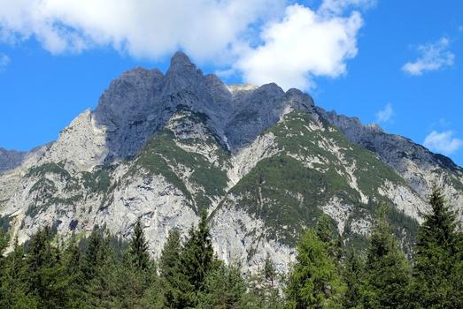 Schattenspiel am Berg