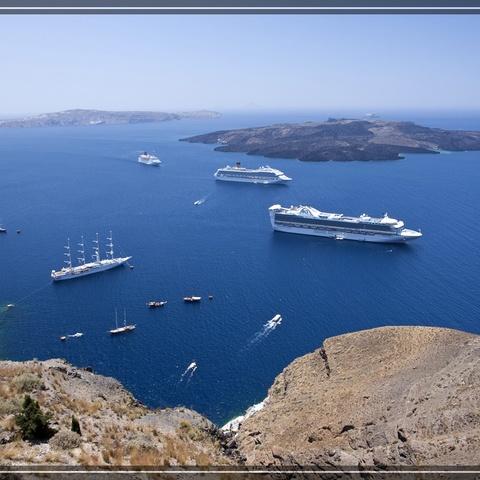 Kreuzfahrttreffen in Santorin