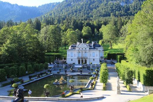 Gesamtansicht Schloss Linderhof im Ettal