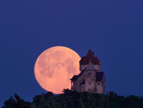 Der Morgen beginnt, der Mond geht schlafen