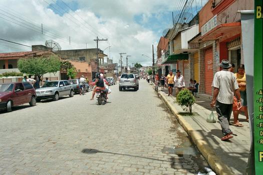 STRASSENSZENE IN EINER KLEINEN STADT IN BRASILIEN - KÜSTENNÄHE