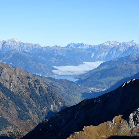 Blick Über den Zeller See zu den Leoganger Steinbergen und dem Steinernen Meer von der Edelweißspitze aus