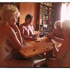 Mehr als 4 Personen dürfen nicht mehr Kartenspielen