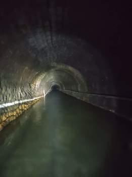 Wasser im Eisenbahn Tunnel