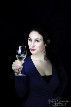 Frau mit Glas II