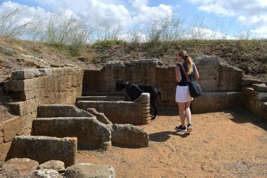 Ich hab ein Grab entdeckt ;-) :-)   (Nekropole Populonia)