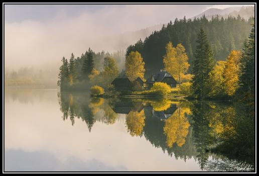 Herbstnebel am Hubertussee