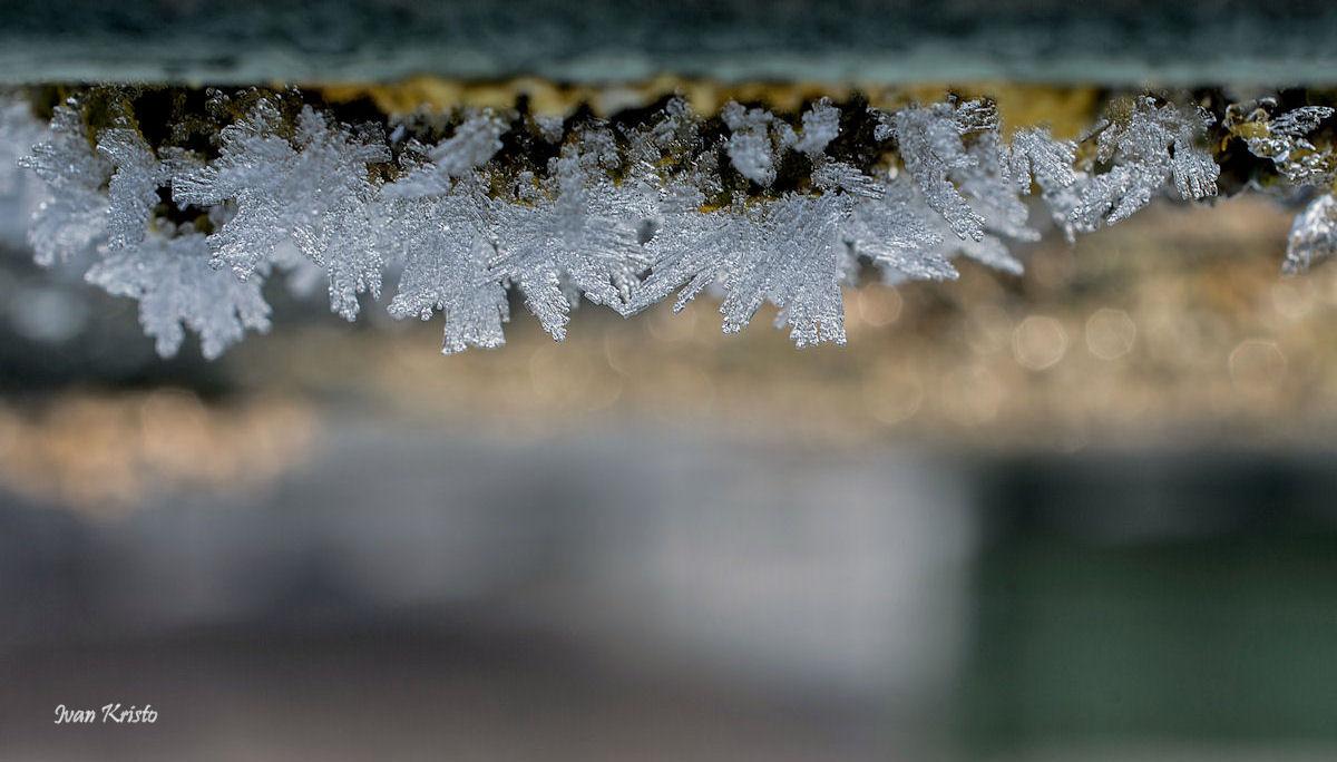 Eis unter die Brücke