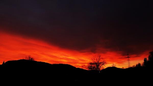 Der Himmel Brennt wie Feuer