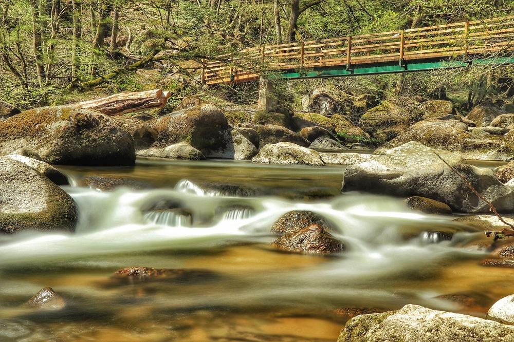 Wasser belichtet so eine schöne Gegend