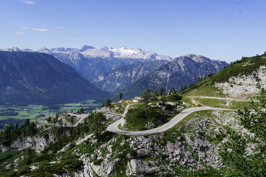 LOSER Alpenstrasse (Hintergr.Dachstein)