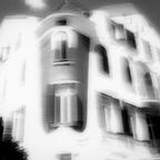 Haus mit Brustlatz