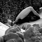 Schnee vor der Hütte