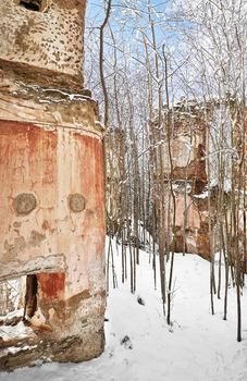 Der Mensch hat Spuren hinterlassen , die Kälte hat Besitz ergriffen .  # 2